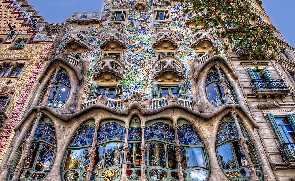 visit the top 5 works of gaudí architecture in barcelona