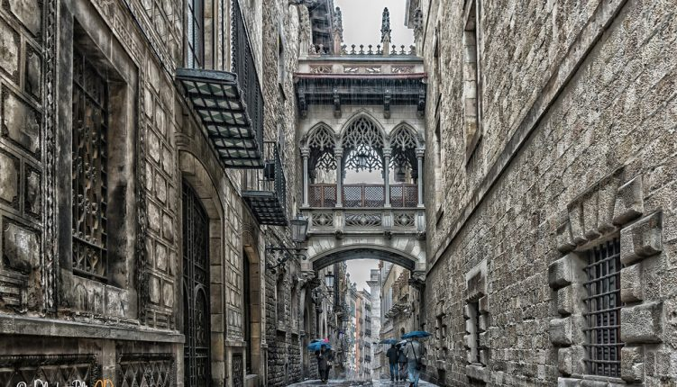 7 Tips to Enjoy and Explore Barcelona's Gothic Quarter